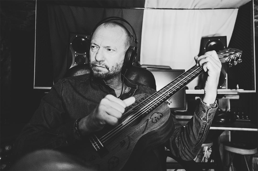biagio-antonacci-chitarra